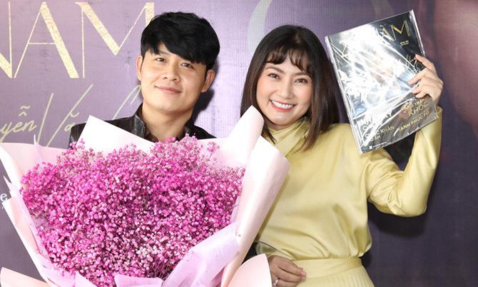 Ngọc Lan cùng dàn ca sĩ mừng Nguyễn Văn Chung ra sách - Ngôi sao