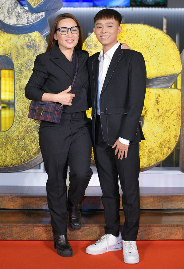 Phi Nhung và Hồ Văn Cường tại một sự kiện vào tháng 3.