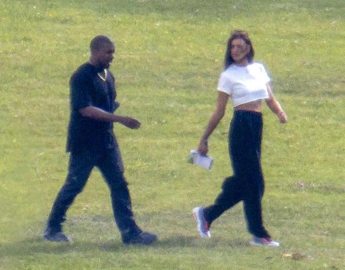 Irina Shayk bên Kanye West ở Pháp, ngày 8/6.
