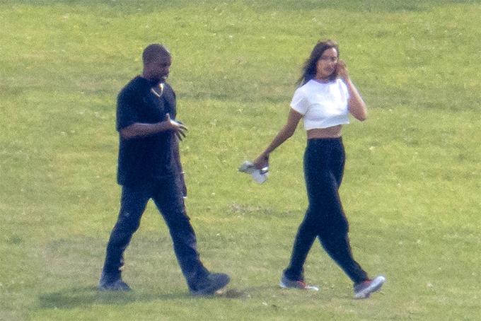 Kanye bên Irina tại Provence ngày 8/6.